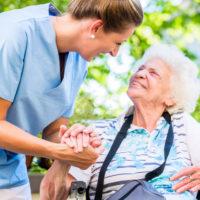 介護保険の申請を行うタイミングをケース別に紹介。対策ポイントもわかりやすく
